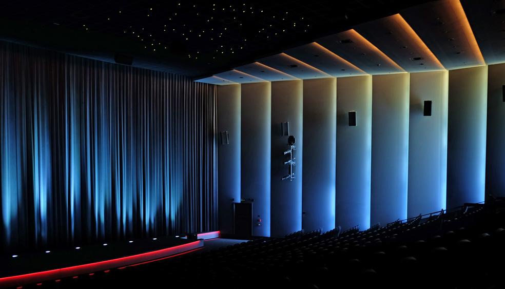 Beindruckende, begleitende Lichtinstallation für den Mathäser Filmpalast
