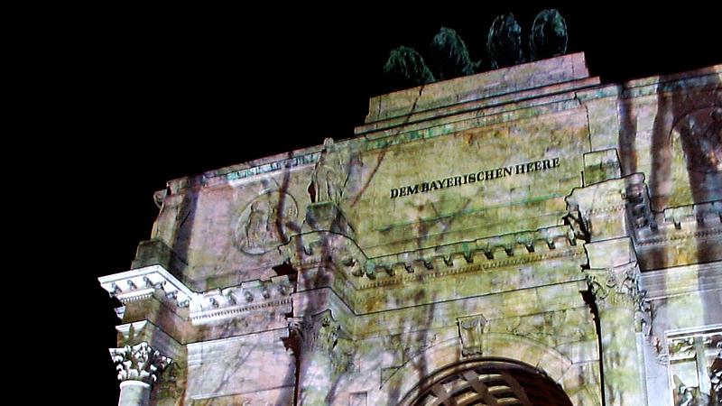 Projektion am Münchner Siegestor