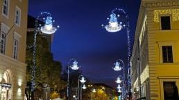 Lichtdesign und winterliche Lichtinstallation in der Münchner Briennerstrasse. Made by mbeam, München
