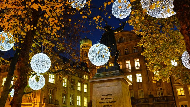 Lichtdesign München light installation on promenadeplatz munich mbeam studio for