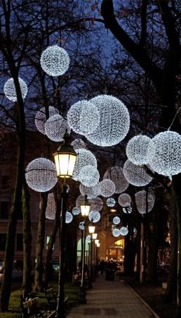 Lichtinstallation und winterliche Lichtkunst am Promenadeplatz