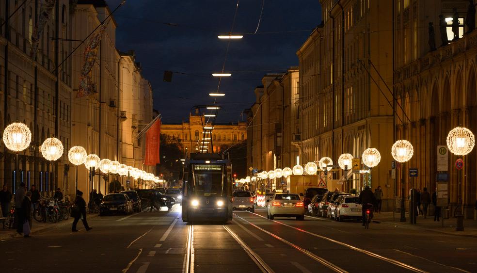 Weihnachtsbeleuchtung München.Maximilianstraße Weihnachtsbeleuchtung München Mbeam
