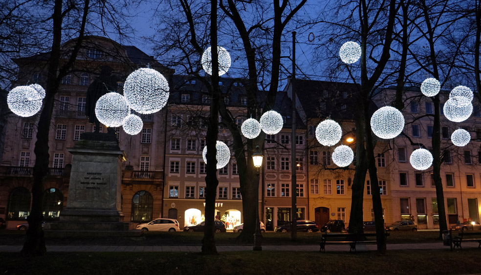 light art installation on promenadeplatz munich mbeam studio for
