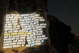 """""""Gold vs Liebe"""" - Projektion und Lichtinstallation"""