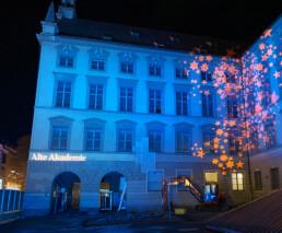 Beeindruckende Lichtinstallation an Fassade