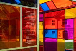 Farbenfrohes Lichthaus